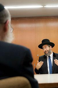 Rabbi Lau visits YU
